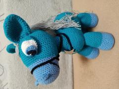 вязаний пони коник